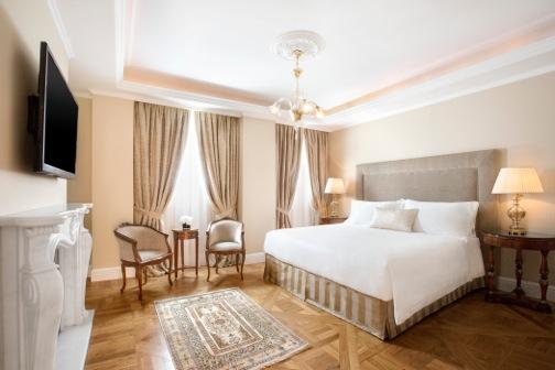 lux3929gr-141511-Penthouse Suite - Master Bedroom